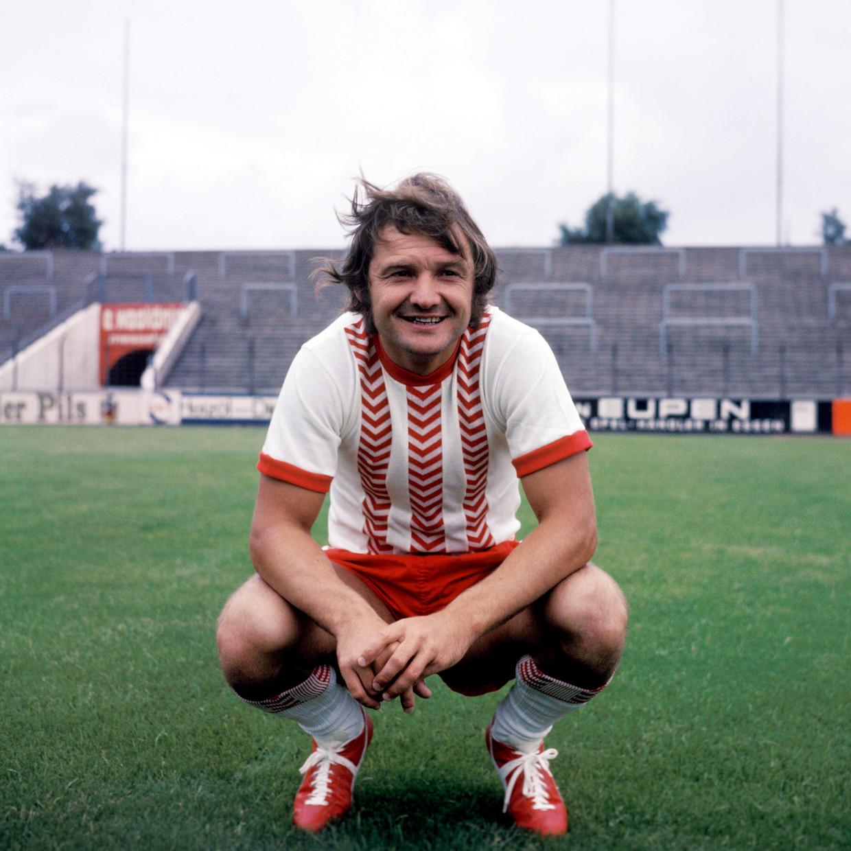 Willi Lippens in het shirt van Rot-Weiss Essen. Lippens speelde in totaal 242 Bundesligaduels waarin 92 keer scoorde.