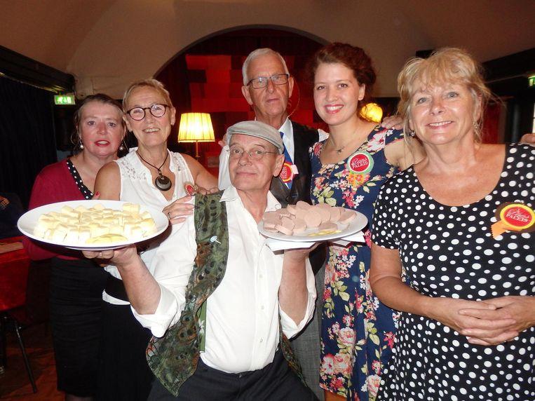 Het dansteam: Esther Goedvolk, Mariëtte Deijen, Martin van Leusden, Henk Velker, Lotte Dijkstra en Elles van der Vooren. Beeld Schuim