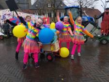 Regen deert kindercarnaval in Denekamp niet