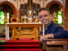 'Bloody hell', dit is die nieuwe pastoor van Reusel