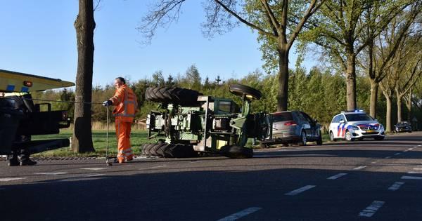 Aanrijding in Vriezenveen: bestuurder tractor naar ziekenhuis.