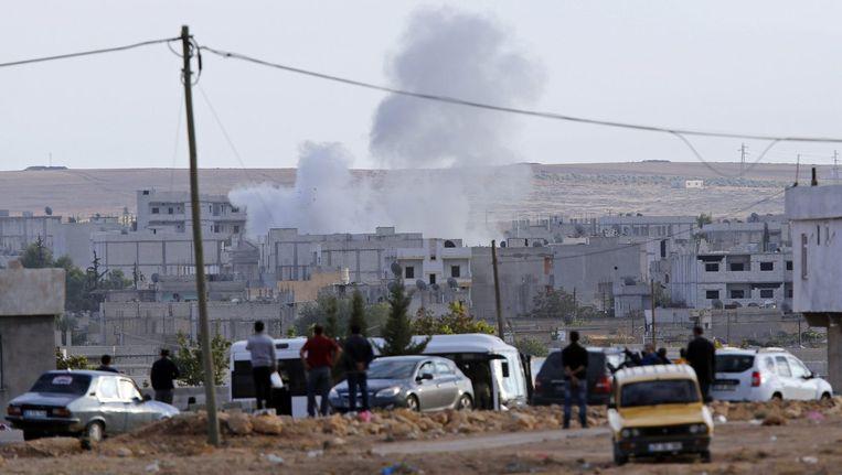 Rook na een mortieraanval op Kobani. Beeld reuters