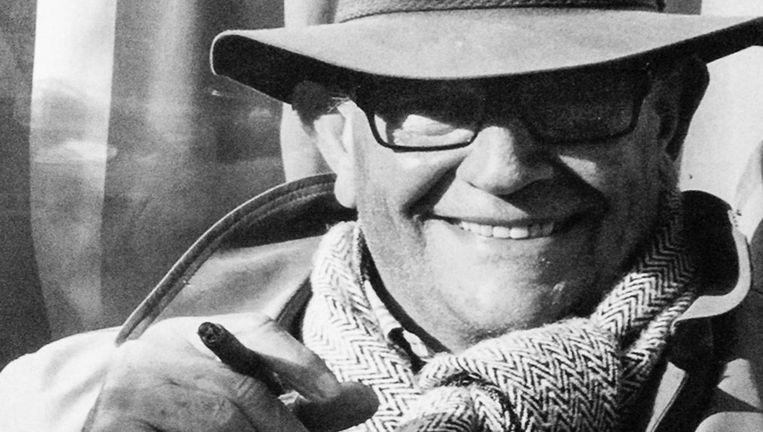 Willem de Lange zat vaak tussen de mensen met zijn sigaartje Beeld -