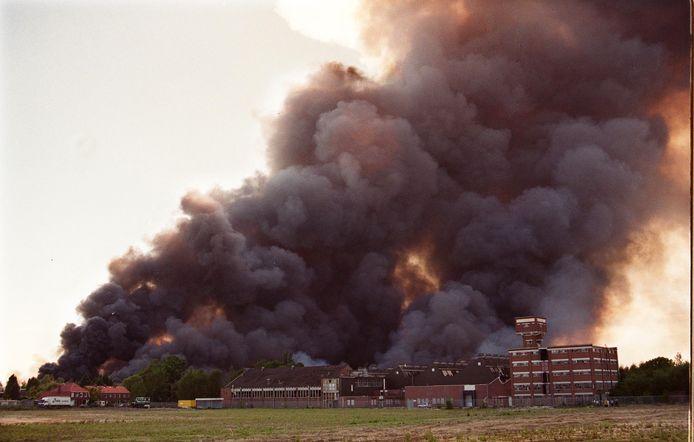 De vuurwerkramp vond plaats op zaterdag 13 mei 2000. Bij de ramp vatte een opslagruimte met vuurwerk van het bedrijf S.E. Fireworks vlam. Er vielen 23 doden, onder wie vier brandweermannen, en ongeveer 950 mensen raakten gewond. 200 woningen in de wijk Roombeek werden geheel vernield.