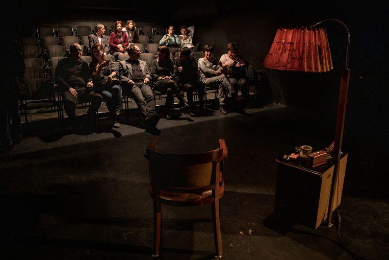 Een onafhankelijke theatervoorstelling in Boedapest. Theatergezelschappen vrezen dat zij in de toekomst geen subsidie meer krijgen als ze de regering-Orbán niet welgevallig zijn.  Beeld Getty Images