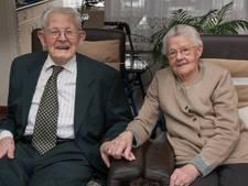 Arend en Aaltje na 80 jaar nog altijd getrouwd én verliefd