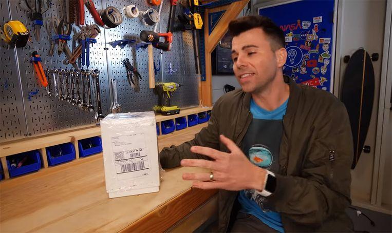 Marks uitvinding zit verstopt in een ogenschijnlijk normaal postpakketje.
