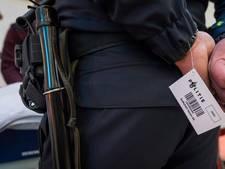 Zorgen om materiaal politie: wapenstok zo los te rukken