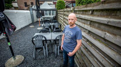 """Dorpscafé De Kroeg mag geen terras plaatsen aan voorkant: """"Dan maar inzetten op terras aan achterkant"""""""