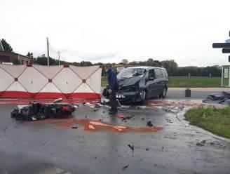 Motorrijder (45) overleden na zware aanrijding op Zottegemsesteenweg in Roborst