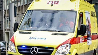 Auto crasht tegen paal en vat vuur in Doornik: bestuurder komt om
