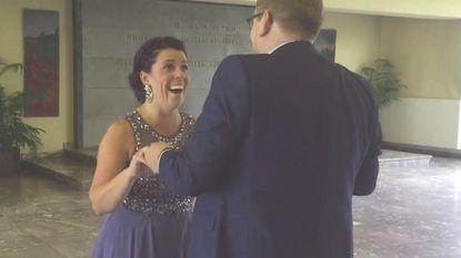Jaan vraagt Gwen elke dag ten huwelijk, wist zij veel dat ze deze keer ook meteen zouden trouwen