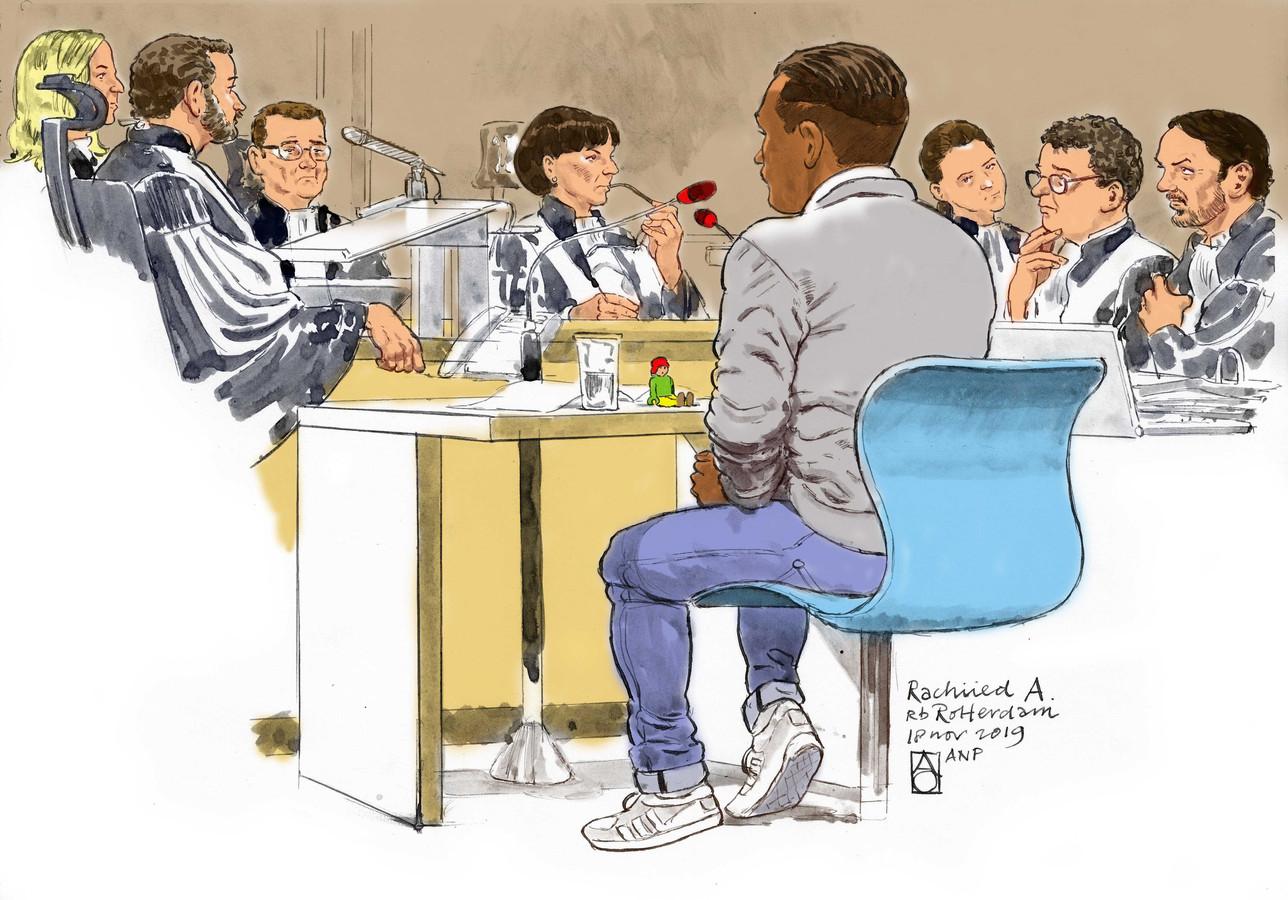 Rahiied A. staat terecht voor vier moorden en zeven pogingen daartoe met insuline in verschillende zorgcentra in Puttershoek, Rotterdam en Ridderkerk.