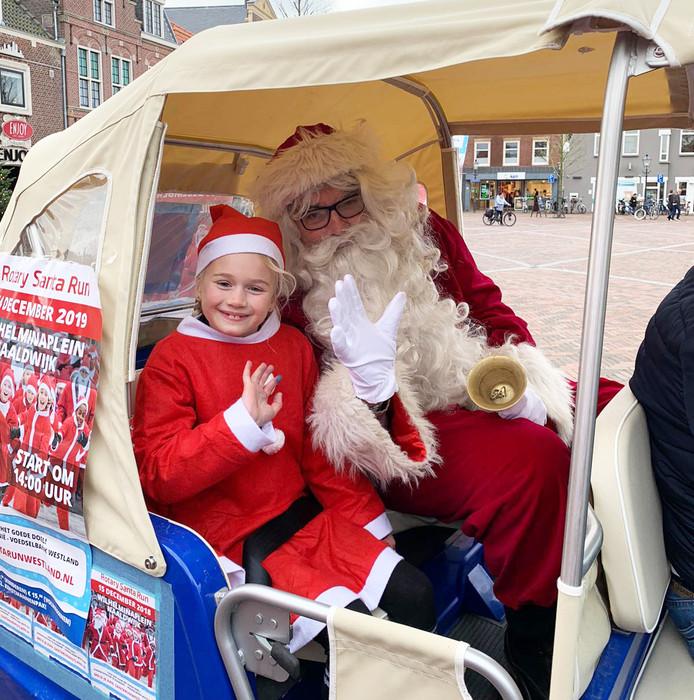De 7-jarige Mila van Schie was zaterdag in Naaldwijk aan het Santarun-flyeren en strikte - tot haar eigen verbazing - ook de Kerstman.