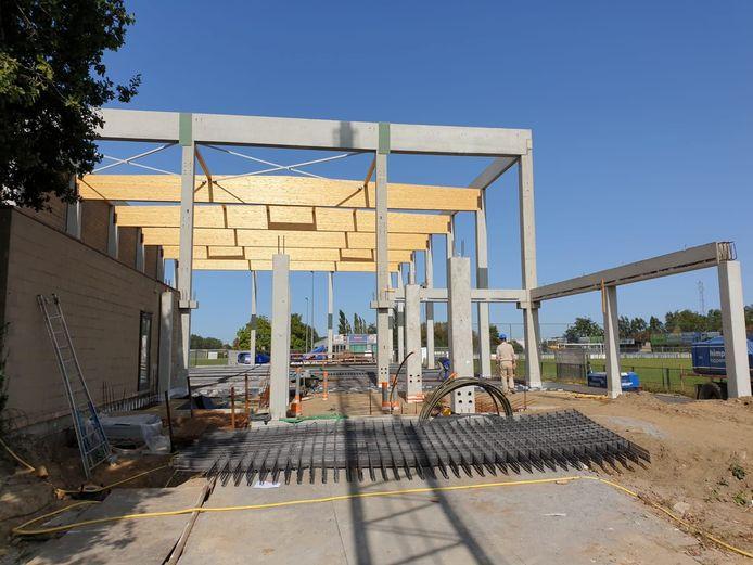 Nu kan je het echt zien: er komt een nieuwe gymzaal aan de sporthal van Waarschoot.