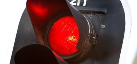 Dit stoplicht springt aan bij volle parkeerplaats Het Lageveld in Wierden