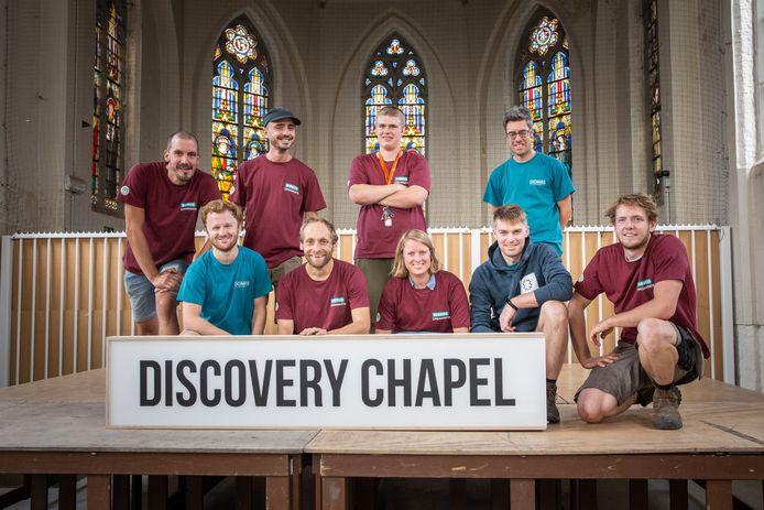 De vrijwilligers van het Dioniss Festival pakken uit met een tweede podium in een kapel.