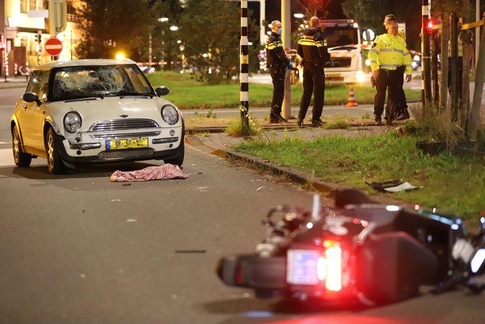 Het ongeluk gebeurde op de Waalsdorperweg in Den Haag.