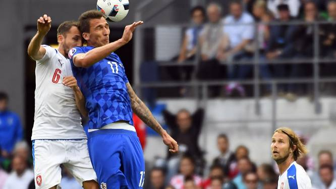 Kroatië geeft verdiende zege nog helemaal weg in slot, fans misdragen zich
