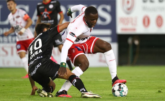 Govea (links, Zulte Waregem) en Onana.