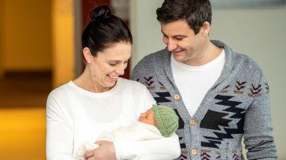 Nieuw-Zeelandse premier moet zichzelf verdedigen over ingekorte zakenreis om sneller terug bij pasgeboren dochter te zijn