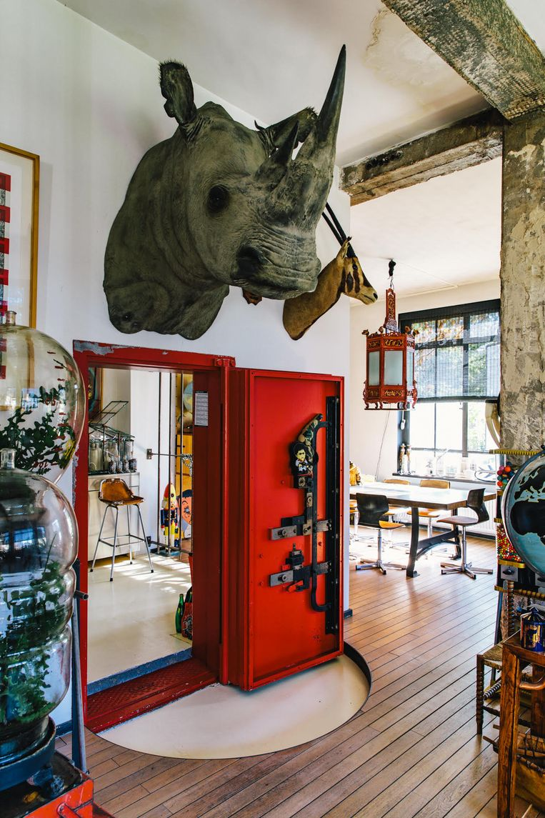De loft van de Amsterdamse horecatycoon Casper Reinders aan een van de Amsterdamse grachten.  Beeld null