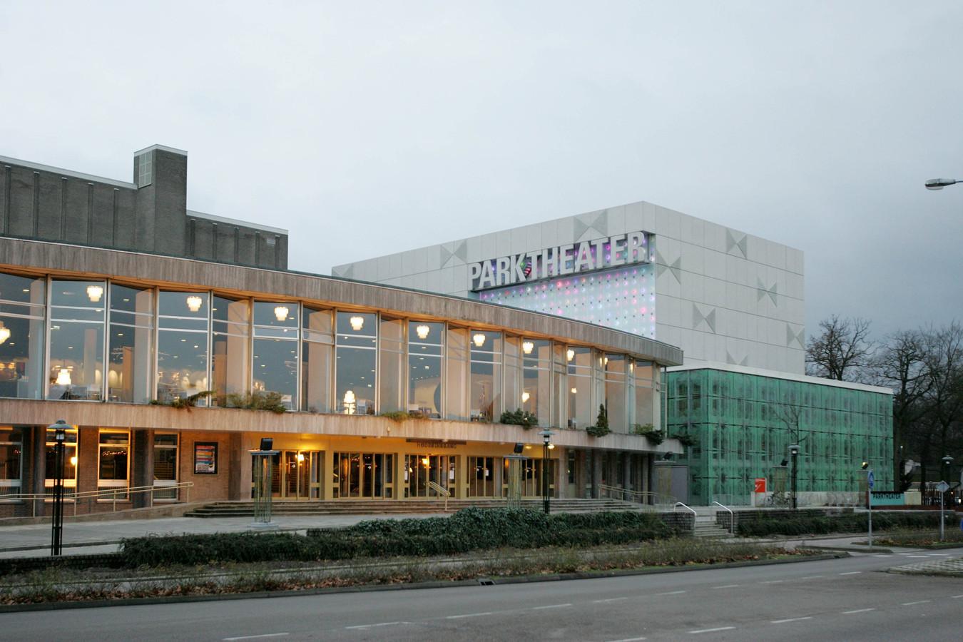 Het Parktheater is een van de gemeentelijke panden die zonnepanelen krijgen.