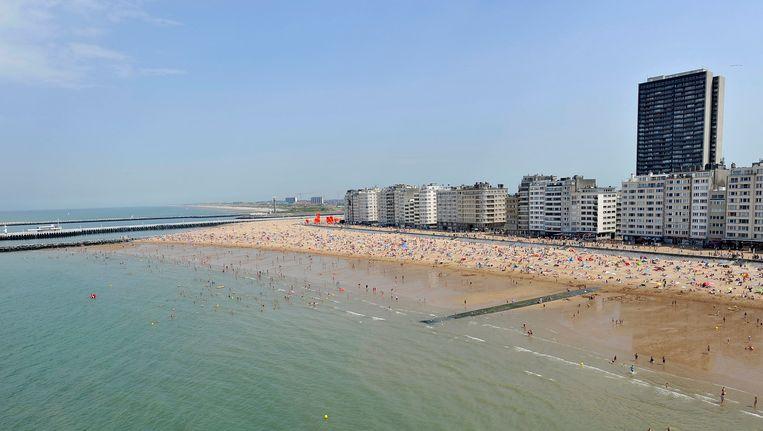 Een luchtfoto van het strand in Oostende.