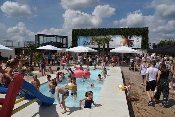 Zanzibar vond vorig jaar plaats in Steenhuffel, waar kinderen zich overdag konden uitleven in het zwembad.
