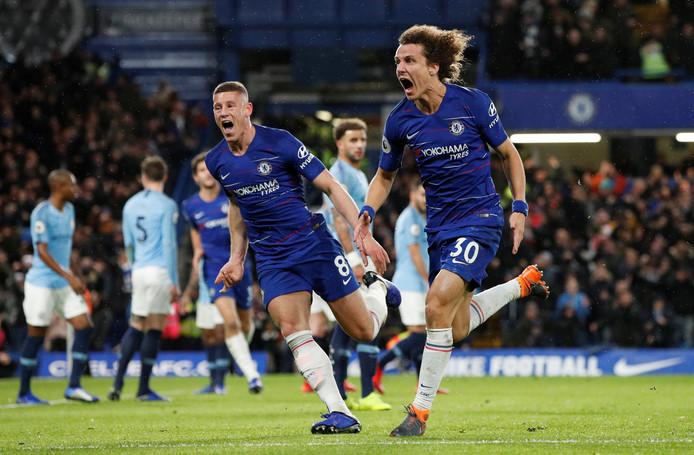 David Luiz schreeuwt het uit nadat hij de 2-0 heeft gemaakt namens Chelsea.