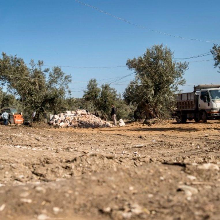 Nieuw geëffende grond voor nieuwe tenten. Beeld Gijs Wessels