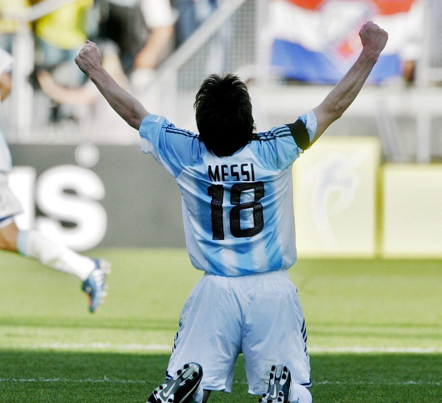 Hoe Lionel Messi Een Blauwtje Liep In Nederland Buitenlands