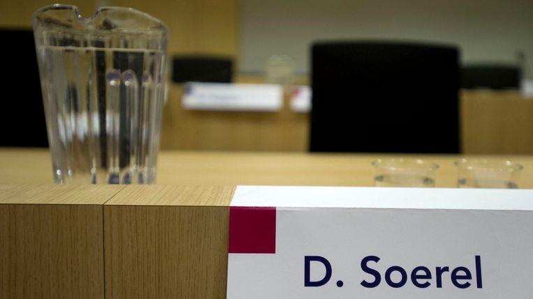 Een lege stoel van verdachte Dino Soerel tijdens de voortzetting van het liquidatieproces Passage in 2014 Beeld ANP