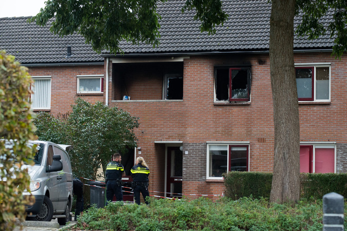 Politie doet onderzoek naar de brand aan de Koningvaren in Dedemsvaart.