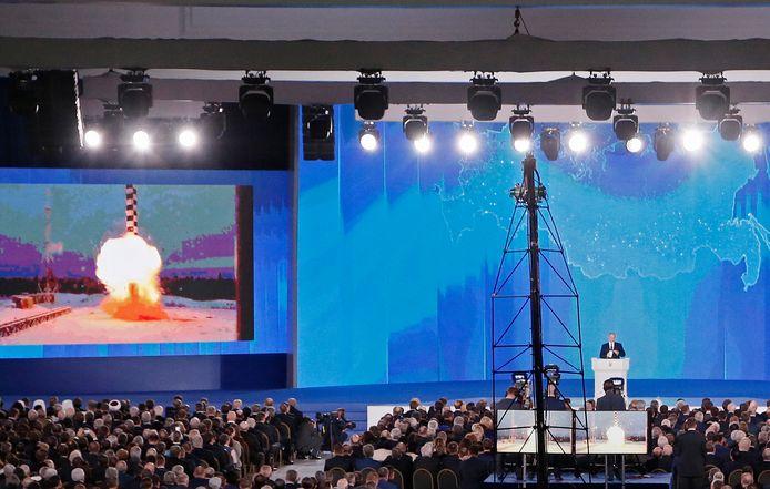 De Russische president Vladimir Poetin tijdens zijn speech, in maart vorig jaar, waarin hij zijn nieuwe superwapens toonde.