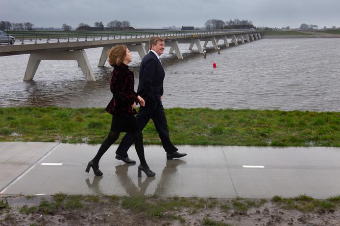 Oplevering hoogwatergeul Het Reevediep bij Kampen. Dat wordt gevierd met koning Willem-Alexander, en minister Cora van Nieuwenhuizen.
