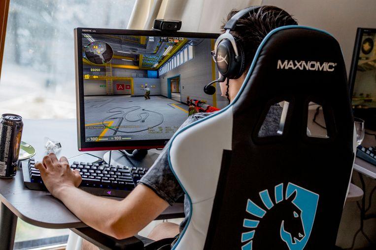 Computeren is voor veel kinderen een aantrekkelijk alternatief voor buiten spelen.  Beeld ANP
