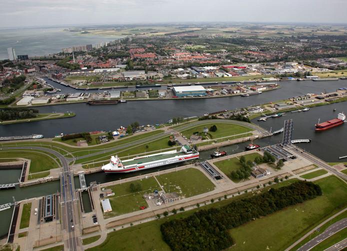 De Westsluis op het sluizencomplex in Terneuzen.