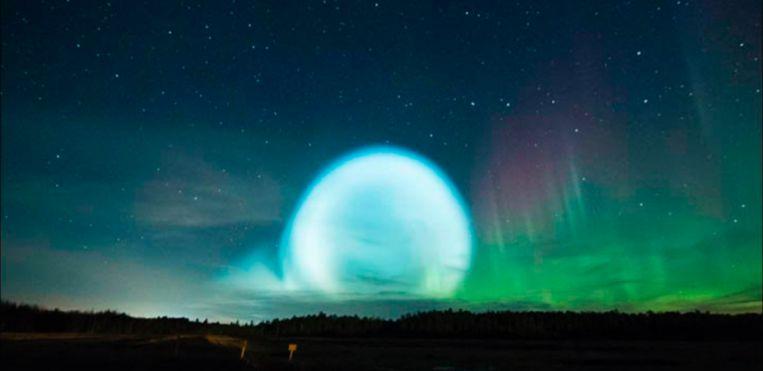 Aliens? Een nucleaire test? De lichtbol spreekt tot de verbeelding.