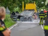 Auto vliegt in brand na koprol op doorgaande weg in Etten-Leur