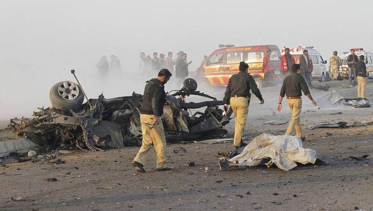 De resten van de bomaanslag waarbij Nawaz Sharif om het leven kwam. Beeld reuters