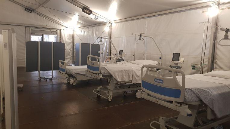 Enkele ziekenbedden aan het Mariaziekenhuis die in geval van nood kunnen gebruikt worden.