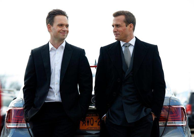 Patrick J. Adams, (links) en Gabriel Macht in Suits Beeld ap