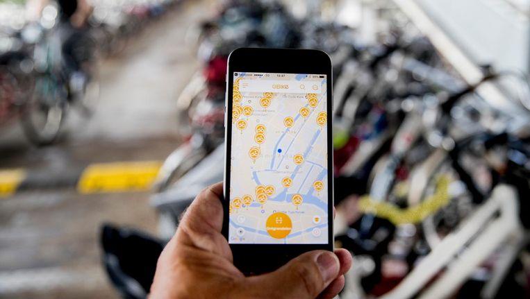 De App van Obike. Via een app kun je een fiets lokaliseren en vervolgens voor een korte tijd huren. Beeld anp