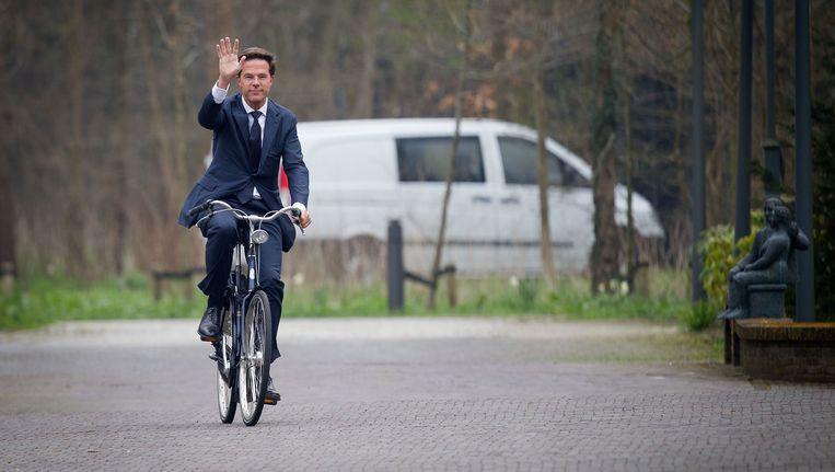 Premier Mark Rutte neemt geregeld de fiets. Beeld ANP