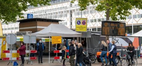 Genoeg volk in binnenstad Apeldoorn, 'maar ik mis de gezelligheid'