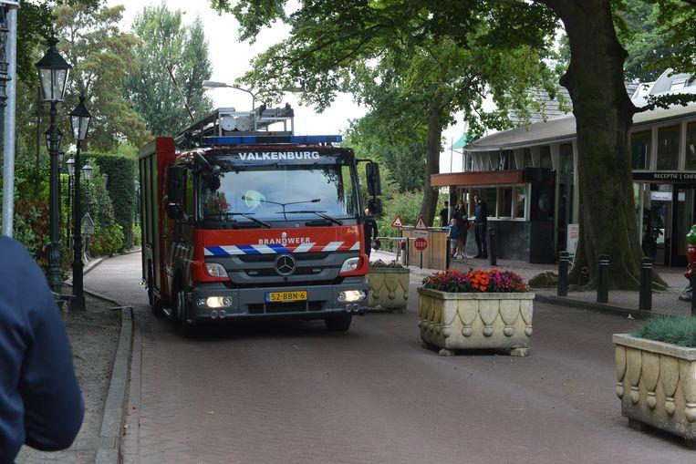 De hulpdiensten kwamen massaal ter  plaatse in Duinrell. Uiteindelijk vond een brandweerteam het meisje in een sloot.
