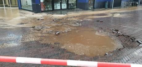 Groot waterlek in Enschede: kelder bibliotheek staat onder water