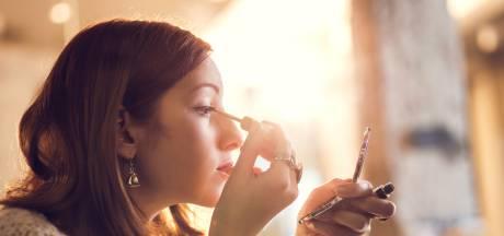 Pourquoi cette astuce pour appliquer de l'eyeliner est devenue virale