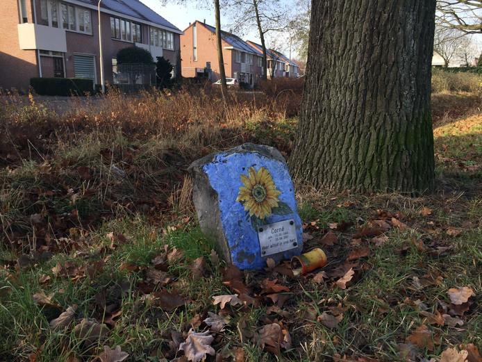 Een gedenksteen voor Corné Pieterse.